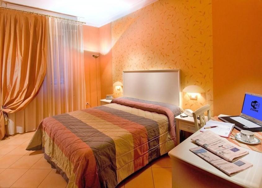 Hotel St. Moritz (fotografie 3)
