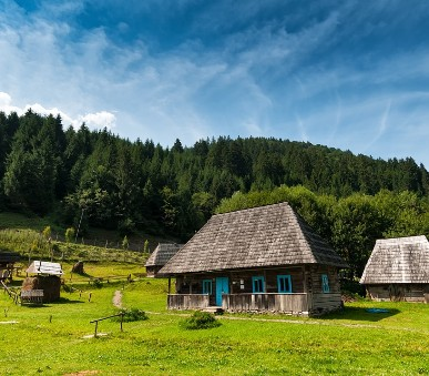 Ukrajina za zapomenutými krásami Podkarpatské Rusi
