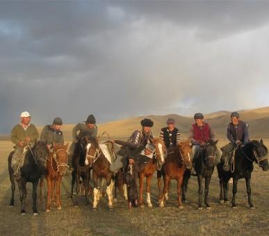 Kyrgyzstán - rajská příroda jezer a hor (hlavní fotografie)