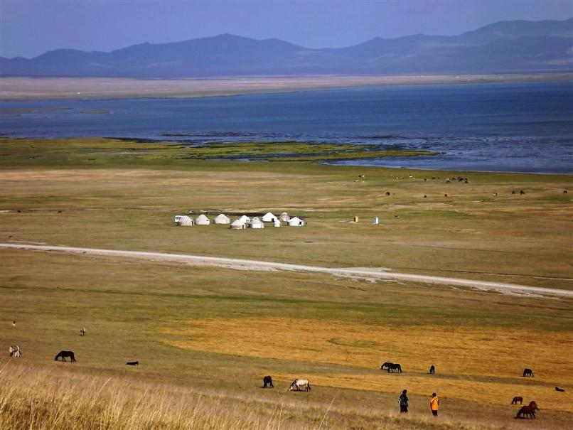 Kyrgyzstán - rajská příroda jezer a hor (fotografie 4)