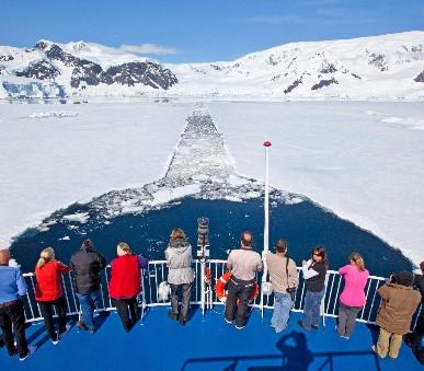 Antarktida s českým průvodcem