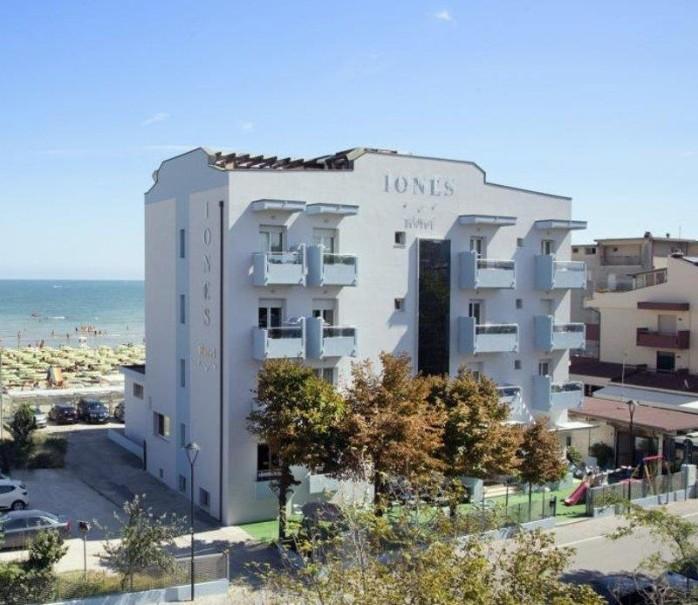 Hotel Iones (fotografie 1)
