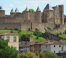 Města pod Pyrenejemi