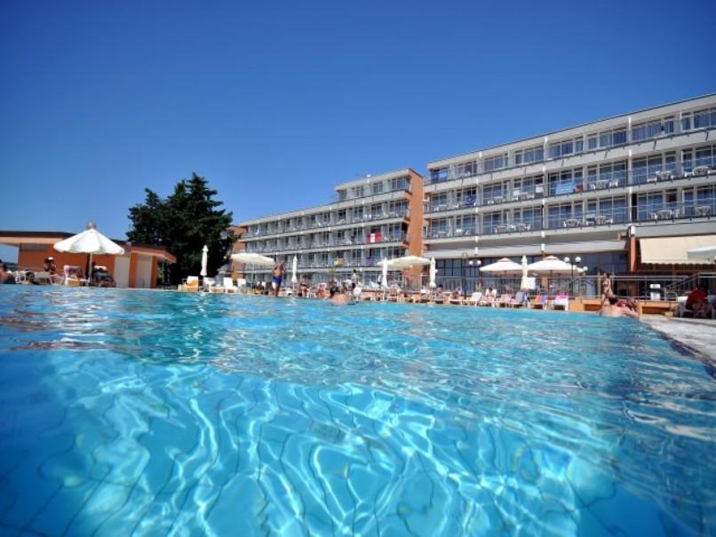 Hotel Holiday (fotografie 1)
