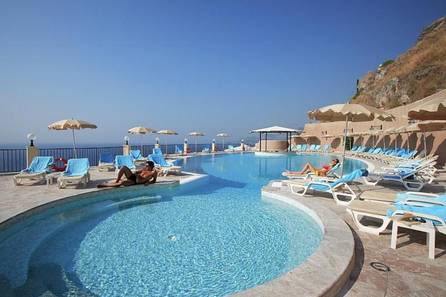 Hotel Capo Dei Greci Resort & Spa (fotografie 1)