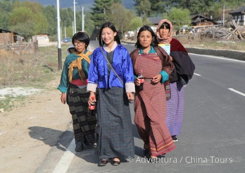Bhútán s turistikou v zeleném Himálaji (fotografie 3)