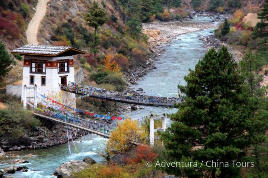 Bhútán s turistikou v zeleném Himálaji (fotografie 15)
