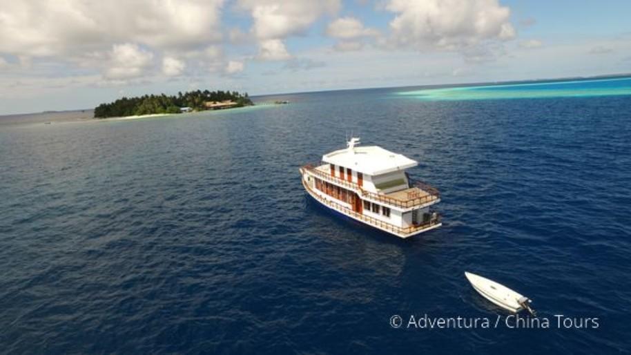 Maledivy na lodi (fotografie 16)