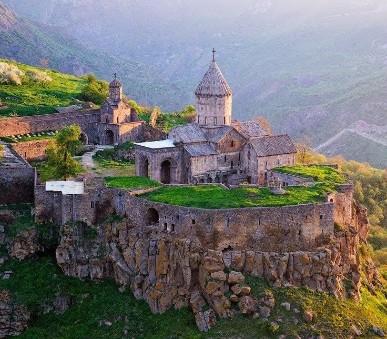 Historie a příroda v Armenii (hlavní fotografie)