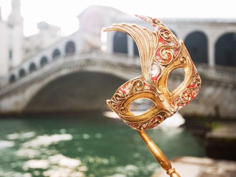 Proslulý karneval v romantických Benátkách (fotografie 9)