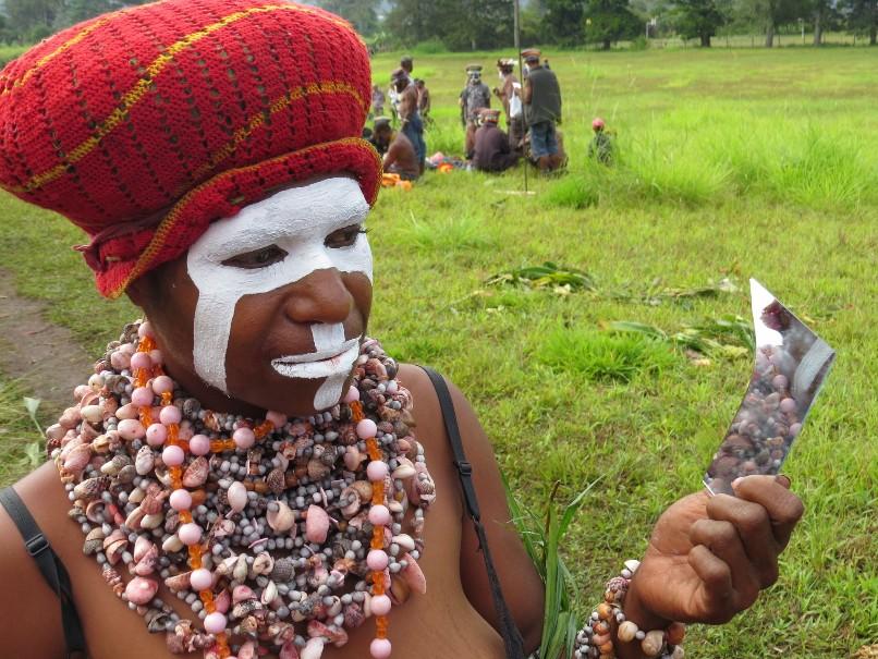 Papua Nová Guinea – Jedinečný festival barev Goroka (fotografie 16)