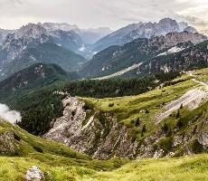 Turistika nebo ferraty - horská turistika nebo zajištěné cesty vJulských Alpách, výstup...