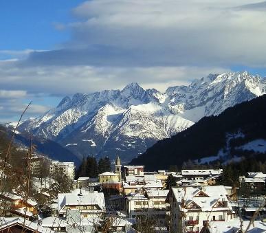 Nezapomenutelné lyžování ve středisku Aprica se skipasem a polopenzí v ceně