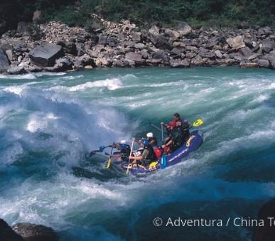 Rafting na himálajské řece Karnali (hlavní fotografie)