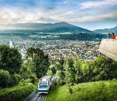 Alpský Innsbruck s návštěvou skokanských můstků