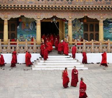 Bhútán s turistikou v zeleném Himálaji (hlavní fotografie)