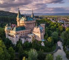 Hrady a zámky Moravy a Slovenska