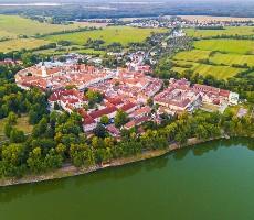 Rybníkářská Třeboň a zámek Emy Destinové