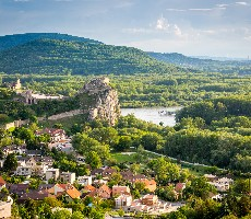 Bratislava s plavbou na Děvín